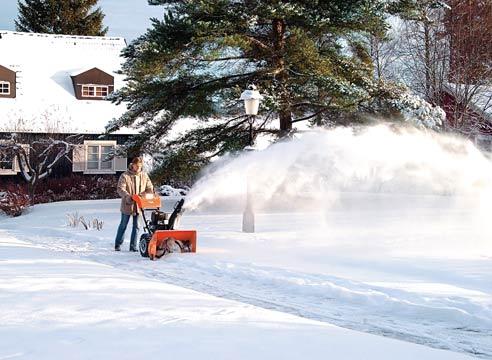 Кто занимается уборкой снега во дворе