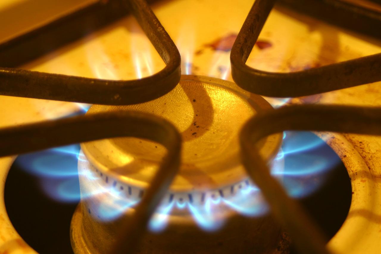 Газовая плита коптит 4
