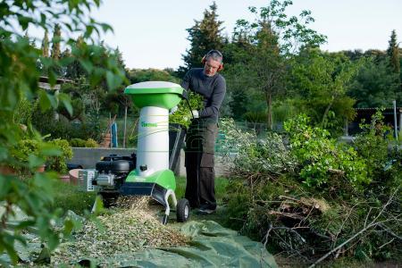Бензиновый садовый измельчитель - мощное устройство для больших хозяйств.
