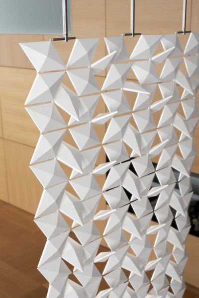 /data/news/15807/bloomming-contemporary-room-divider-lightfacet-4.jpg